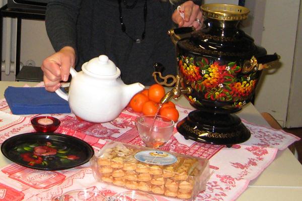 بالصور أغرب مكان لتناول الشاى ^_^