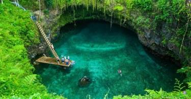 الثقب العملاق للسباحة