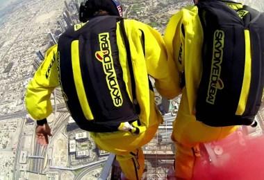 قفزة مذهلة من قمة برج خليفة