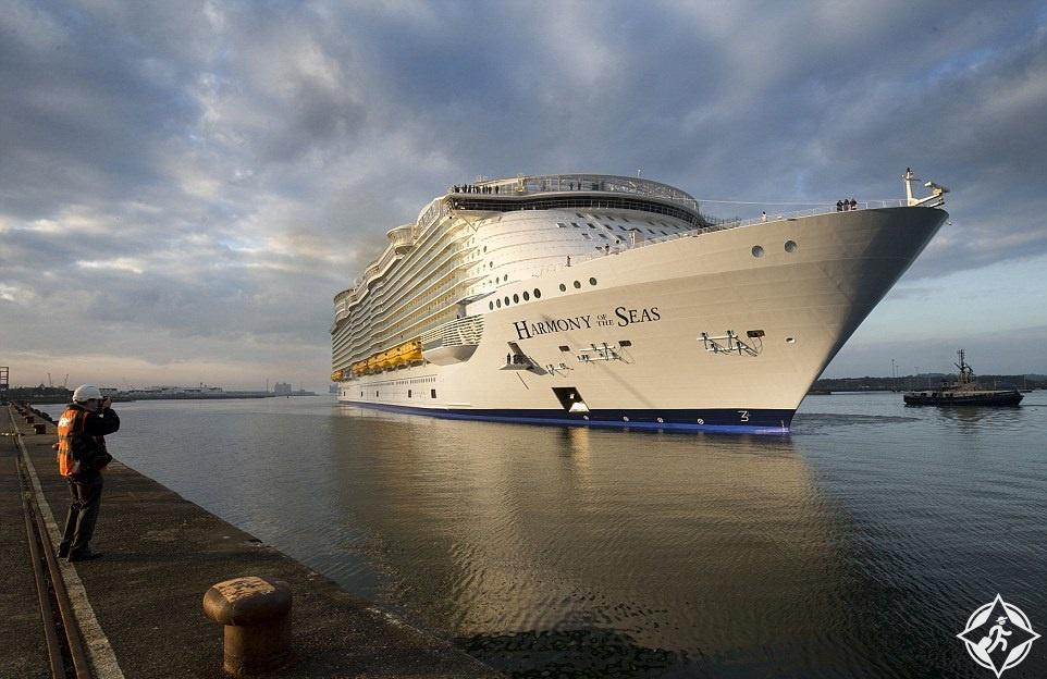 بالصور.. نظرة أولى على أكبر سفينة سياحية في العالم