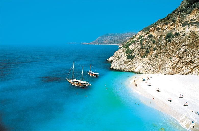اكتشف أجمل شواطئ أنطاليا الخفية هذا الصيف
