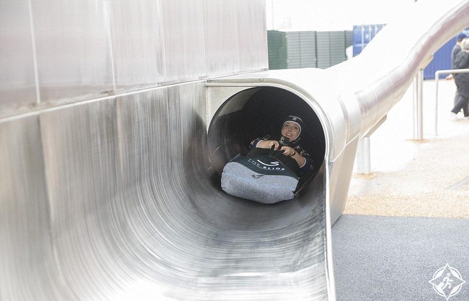 في لندن.. افتتاح أطول زلاجة اسطوانية في العالم