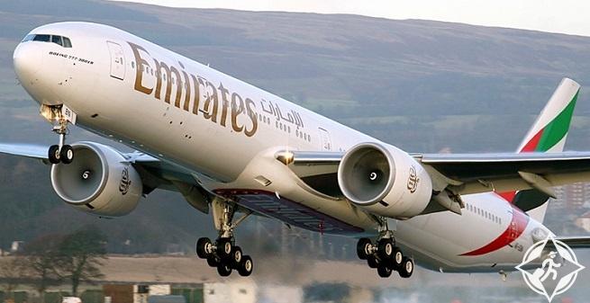 """""""طيران الإمارات"""" تزود ركاب الدرجة السياحية بأول حقيبة تفاعلية"""
