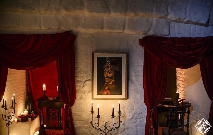 تخيل ماذا ستفعل إذا فزت بفرصة المبيت داخل توابيت قلعة دراكولا ؟  تخيل ماذا ستفعل إذا فزت بفرصة المبيت داخل توابيت قلعة دراكولا ؟  تخيل ماذا ستفعل إذا فزت بفرصة المبيت داخل توابيت قلعة دراكولا ؟