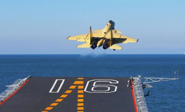 The PLAN's J-15 fighter jet takes off from Liaoning in this undated 2012 photo. Xinhua News Agency Photo
