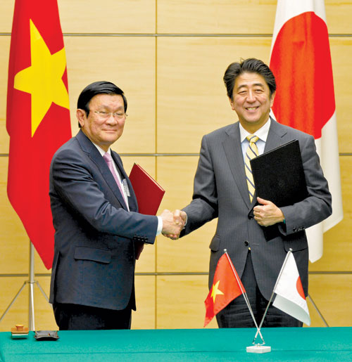 Japanese Prime Minister Shinzo Abe and Vietnamese President Truong Tan Sang on March 18, 2014.