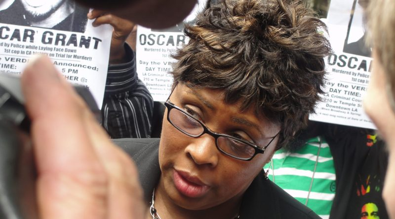 Wanda Johnson, the mother of Oscar Grant, speaks to reporters outside of a Los Angeles courthouse./Dennis J. Freeman