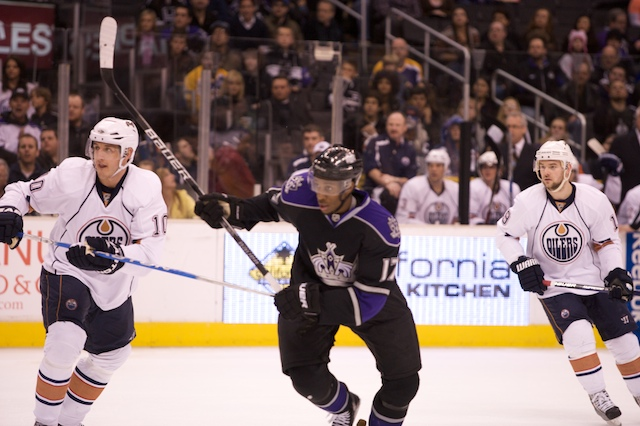 Los Angeles Kings right winger Wayne Simmonds (center), shown here in a game last year against the Edmonton Oilers, is pivotal to the team's playoff hopes.