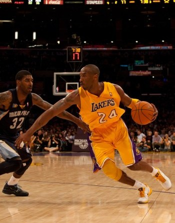The Los Angeles Staples Center has been void of Kobe Bryant's flashy showmanship due to the current NBA lockout.