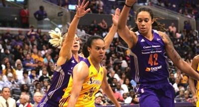 SParks Kristi Toliver who scored 9 points & 3 assist being harassed by Brittney Griner (42) & Erin Phillips (31). Photo Credit : Jevone Moore /  News4usonline.com