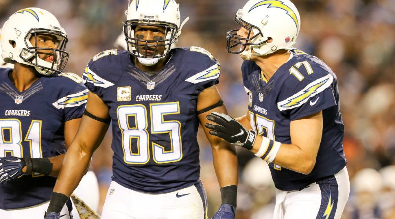 Philip Rivers and Antonio Gates in ameeting of the minds against the Chicago Bears. The Bears defeated the Chargers, 22-19, at Qualcomm Stadium on Monday, Nov.9, 2015. Photo by Tiffany Zablosky/News4usonline.com