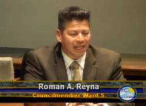 Councilman Roman Reyna at meeting