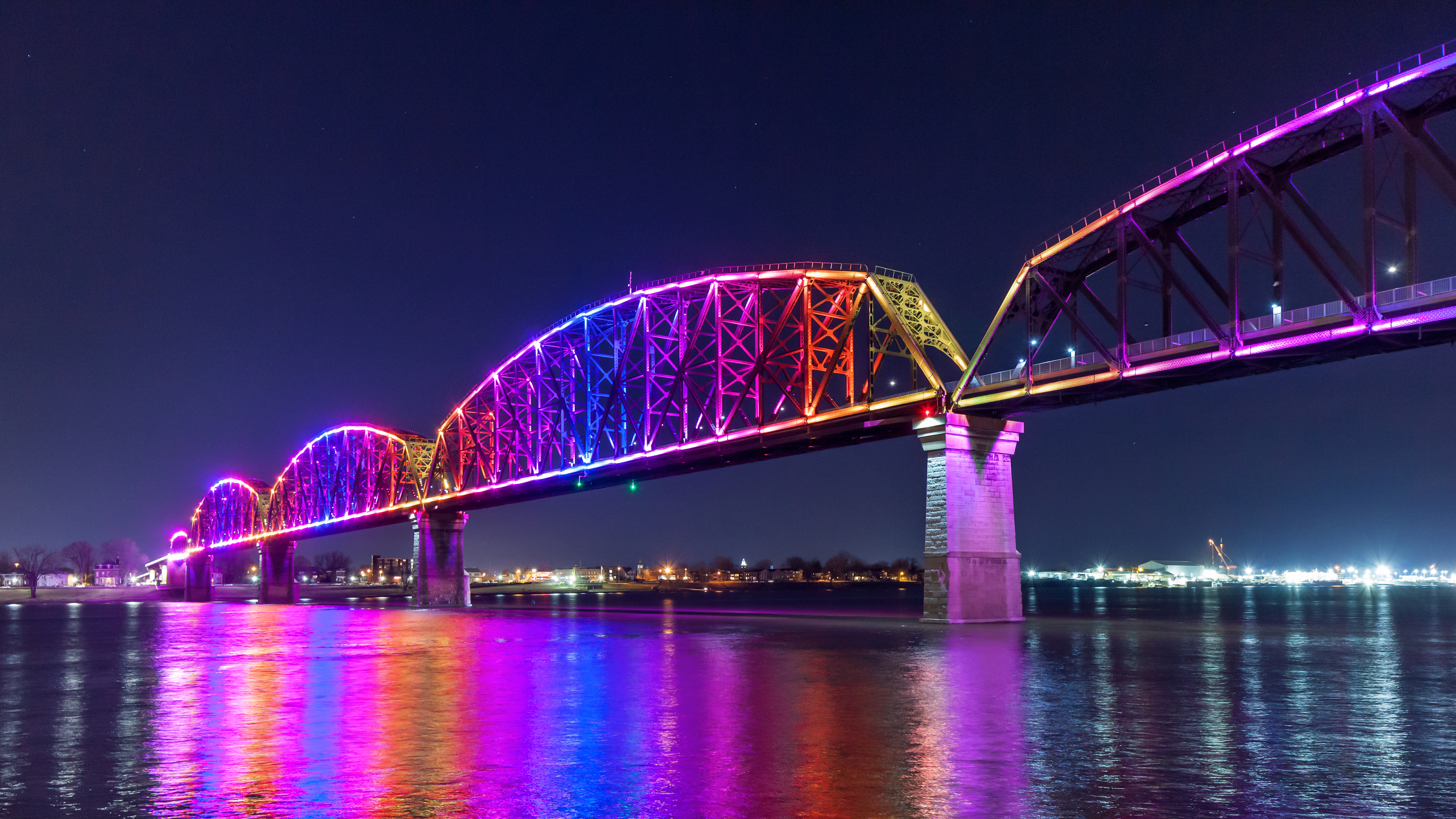 Big W Lighting Big Four Bridge Shines A Light On Louisville Waterfront