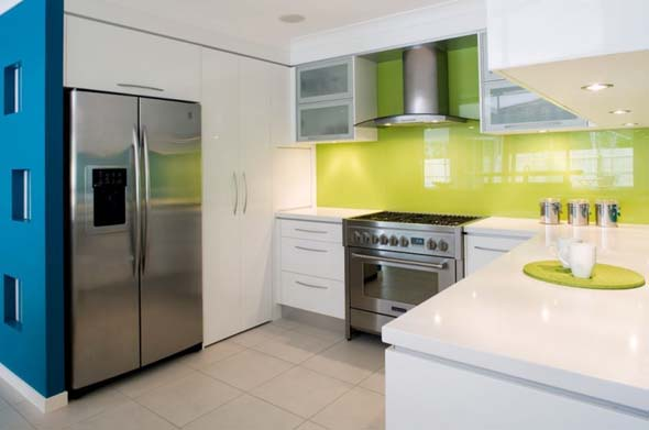 Modern Kitchen Ideas With Bright Colorful Design For Beach