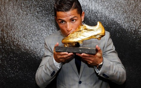 cr golden shoe kissing image