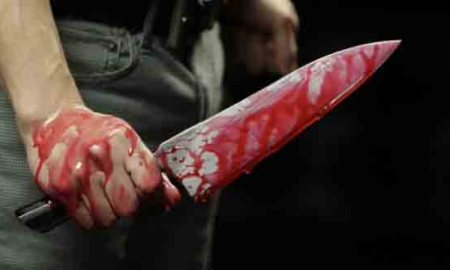Man-holding-bloody-knife-166149765-Credit-iStock-630x420-620x330