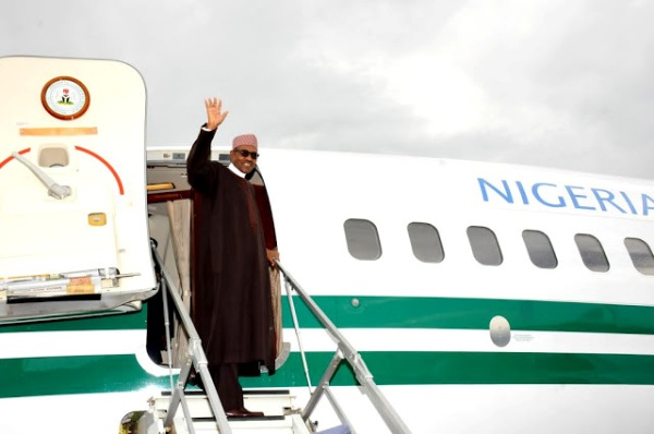 Buhari waving at Jet