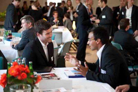 Wirtschafts- und Kulturwissenschaftler der Universität Witten/Herdecke treffen auf Unternehmen verschiedener Branchen. Foto: Universität Witten/Herdecke