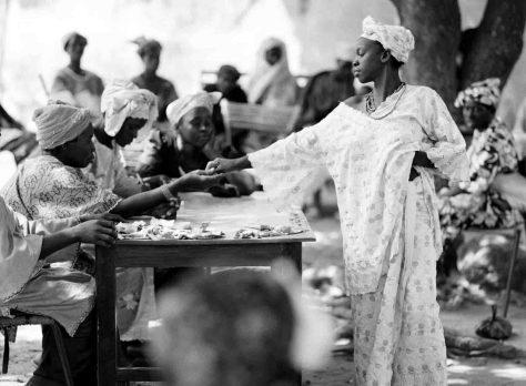 """Baumwollmarkt in Mali - eine der großformatigen Fotografien von Hans Peter Jost aus der Ausstellung """"Cotton Worldwide"""". Foto: Hans Peter Jost"""