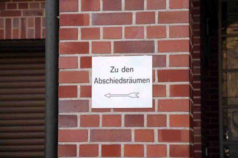 Hinweisschild auf dem Zentralfriedhof in Münster. Foto: LWL/Cantauw