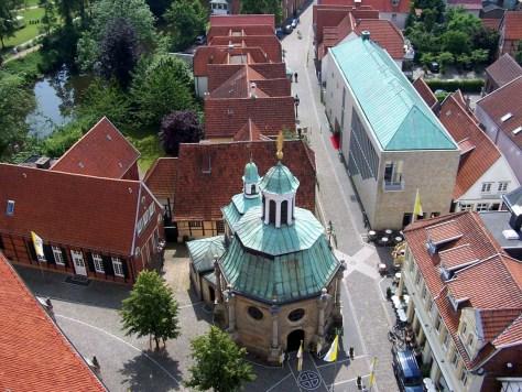 """Das Sandsteingebäude des Museums """"Religio"""" korrespondiert und die barocke Wallfahrtskapelle in Telgte. Foto: Religio-Museum"""