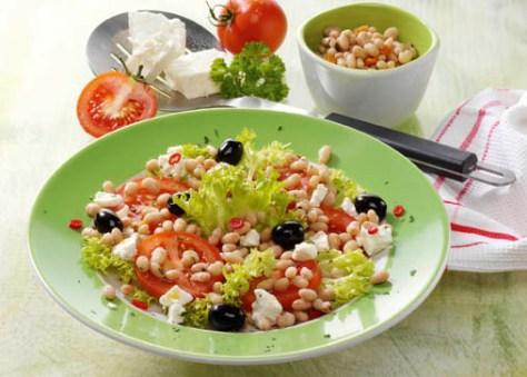 Bohnen-Tomatensalat mit Schafskäse (für Diabetiker) Foto: Wirths PR