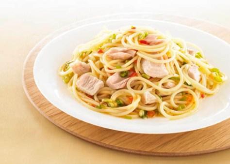 Diät-Rezept: Chili-Spaghetti mit Thunfisch  Foto:  Wirths PR/ J. West
