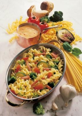 Nudelpfanne mit Brokkoli und Zucchini Foto: Wirths PR