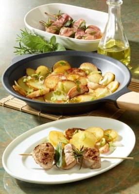Marinierte Filetspieße mit Apfel-Kartoffel-Pfanne (cholesterinarm) Foto: Wirths PR
