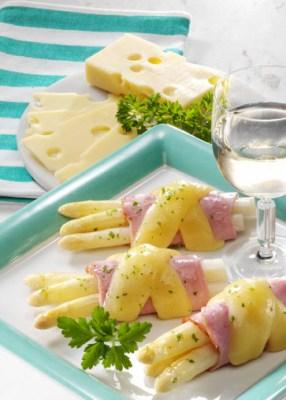 Käse Rezepte: Spargel-Schinkenröllchen Foto: Wirths PR
