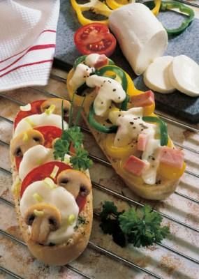 Diät-Rezept: Überbackenes Baguettebrötchen mit Mozzarella Foto: Wirths PR