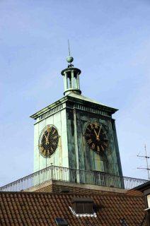 Ein identitätsstiftendes Zeichen im Stadtbild: Der Uhrenturm des LWL-Landeshauses in Münster. Foto: LWL/Djahanschah