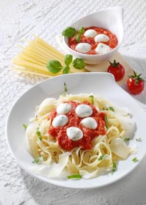 Schnelle Rezepte: Bandnudeln mit scharfer Tomatensauce Foto: Wirths PR