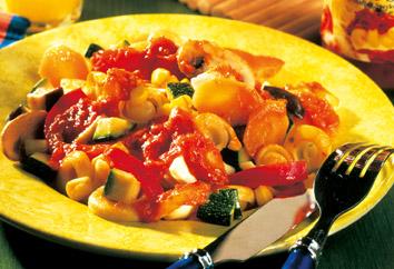 Griechische Rezepte: Bunte Gemüsepfanne mit Feta Foto: Wirths PR