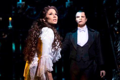 Musical 'Das Phantom der Oper'  im Theater Neue Flora in Hamburg. Mathias Edenborn als das Phantom und Valerie Link als Christine Photo: Stage Entertainment/Morris Mac Matzen