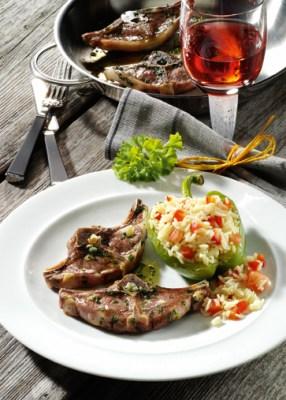 Reis-Rezepte: Lammkoteletts mit Paprika-Tomaten-Reis Foto: Wirths PR