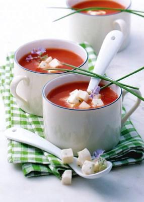 Tomaten-Mozzarella-Süppchen (für Diabetiker) Foto: Wirths PR/Zott