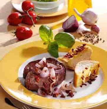 Schnelle Rezepte: Zwiebelsteak mit Knoblauchbaguette Foto: Wirths PR