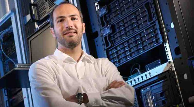 Prof. Dr. Tobias Friedrich erforscht gemeinsam mit Kollegen, wie zahlreiche Computer am effektivsten ... Foto: Jan-Peter Kasper/FSU