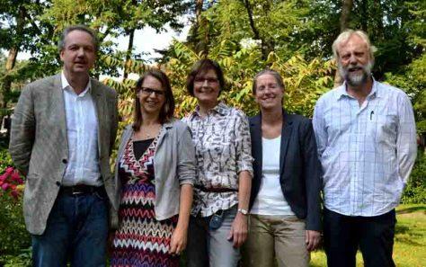 Informierten über Therapiemöglichkeiten bei Essstörungen (vl) Dr. Claus-Rüdiger Haas, LWL-Haardklinik, Dr. Christiane Abdallah, LWL-Haardklinik, Prof. Dr. Tanja Legenbauer, LWL-Universitätsklinik Hamm, Dr. Irene Stöcklin und Norbert Vennen, beide Kindertagesklinik Evangelisches Krankenhaus Düsseldorf. Es fehlt: Prof. Dr. Silja Vocks, Universität Osnabrück. Foto: LWL/Seifert