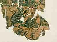 Die Marienseide zeigt einen Engel ohne Flügel: Seine Kleidung besteht aus einer knielangen Tunika und Mantel. Seine rechte Hand hat er zu einer Rede- oder Grußgeste erhoben, in der linken hält er einen Stab. Das Exponat wird ins späte 4. oder frühe 5. Jahrhundert datiert und ist in der Abegg-Stiftung in Riggisberg (Schweiz) zu sehen. Inv. Nr. 3100b (c) Foto: Abegg-Stiftung, CH-3132 Riggisberg (Christoph von Viràg)
