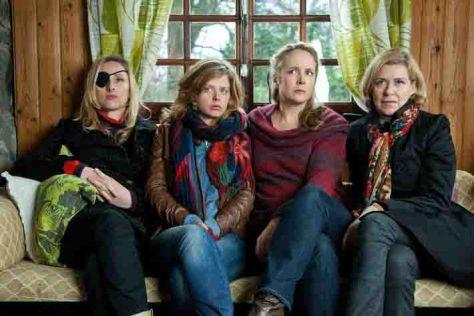 Die fünf Schwestern stehen unter Beobachtung des Versicherungsunternehmens DeWitt  Foto: ZDFneo