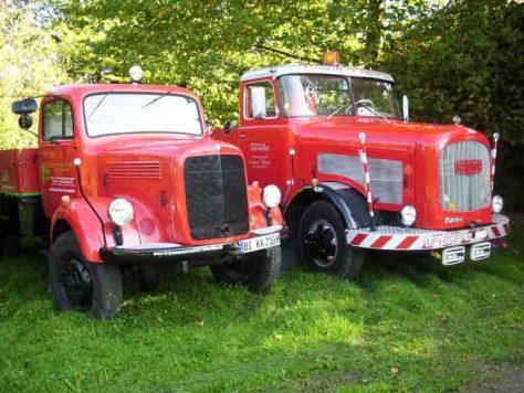 Oldtimer-LKW an der Tankstelle treffen heißt es im LWL-Freilichtmuseum Detmold am Samstag. Foto: LWL/Müller