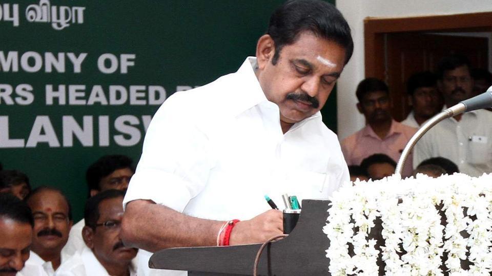 administered-minister-edappadi-swearing-palaniswami-governor-vidyasagar_8ef24ce6-f46e-11e6-8b6e-25a65c287ec4
