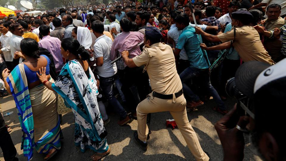 memorial-policemen-bollywood-actress-sridevi-condolences-makeshift_807d51e0-1c65-11e8-ad3f-dce09461b5da