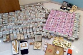 cash-jewellery-seized