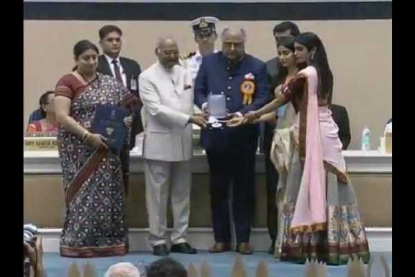 sridevis-daughters-and-husband-collect-her-national-award-m