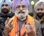 AMRITSAR, INDIA - FEBRUARY 4: Rajinder Mohan Singh Chhina, BJP candidate for Amritsar Lok Sabha By-Poll election, with his family members showing his inked finger after casting his vote out of polling booth on February 4, 2017 in Amritsar, India. Punjab on Saturday voted in its first and only phase of assembly elections and recorded an estimated 70 percent polling during which technical glitches and stray incidents of violence were reported in the state which is seeing a high-stake contest among Congress, new entrant AAP and ruling SAD-BJP combine. (Photo by Sameer Sehgal/Hindustan Times via Getty Images)
