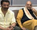 sunny-president-airport-shah-meets-with-actor_3e243a6e-637e-11e9-bb04-32a78a0b0bbe