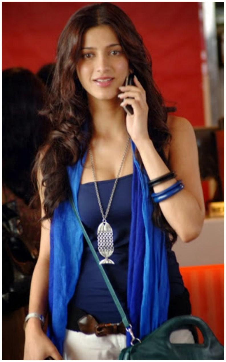 Free Wallpaper Cars And Beautiful Ladies Ferrari Bollywood Shruti Haasan Wallpapers Pics Hd Walls